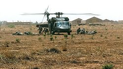 250px-Soldiers_exit_a_UH-60_Black_Hawk_helicopter_2007-06-05